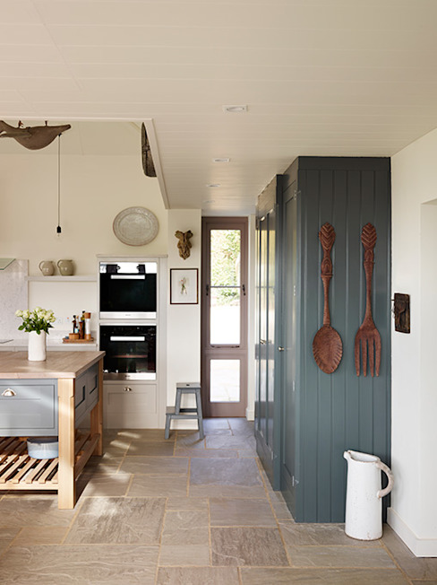 Orford   A classic country kitchen with coastal inspiration Davonport 廚房 木頭