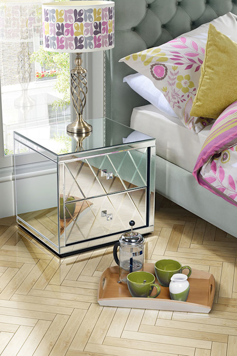 Knightsbridge Mirrored Bedside Table with 2 Drawers por homify Clássico