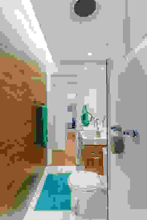 Apartamento Bela Vista Banheiros modernos por STUDIO LN Moderno