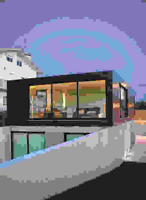 Houses by GRAU.ZERO Arquitectura, Modern Tiles