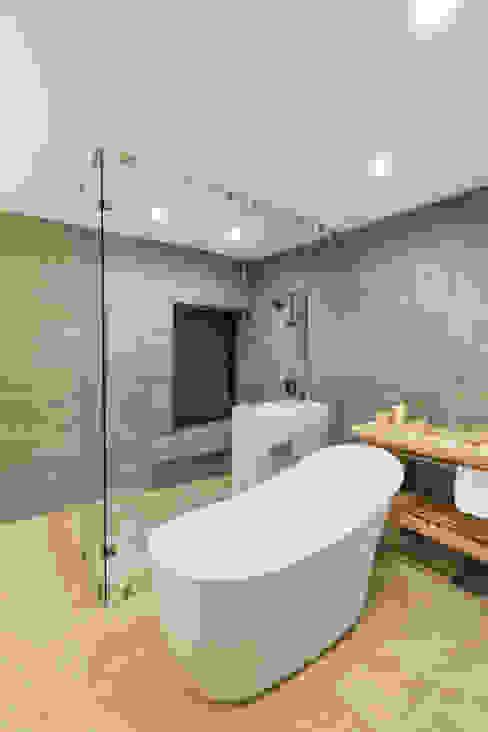 Baño principal Baños modernos de Juan Luis Fernández Arquitecto Moderno