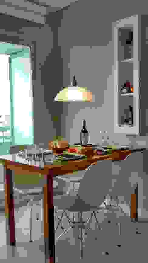 Mesa + guardado. de MinBai Moderno Madera Acabado en madera