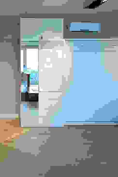 Cama rebatible doble + Guardado Dormitorios de estilo minimalista de MinBai Minimalista Madera Acabado en madera