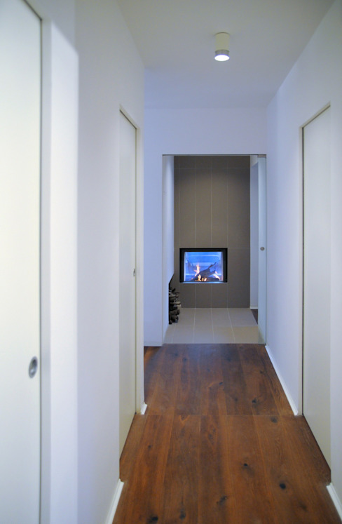 Modern Corridor, Hallway and Staircase by na3 - studio di architettura Modern Pottery