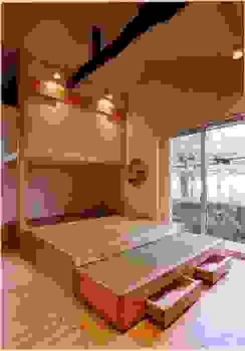 畳敷きの寝室コーナー オリジナルスタイルの 寝室 の 豊田空間デザイン室 一級建築士事務所 オリジナル