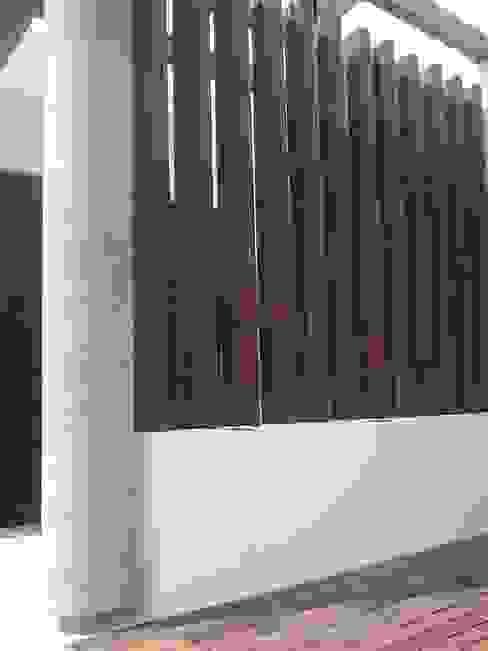 Balcones y terrazas minimalistas de homify Minimalista