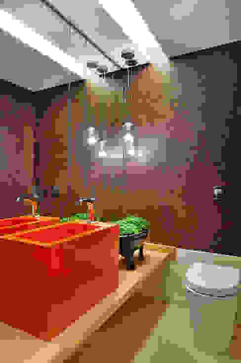 Lavabo Banheiros modernos por Thaisa Camargo Arquitetura e Interiores Moderno