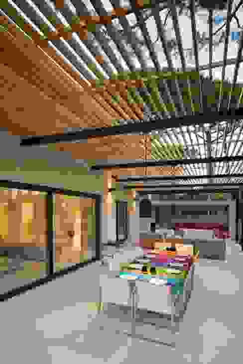 Ecologic City Garden - Paul Marie Creation의  베란다