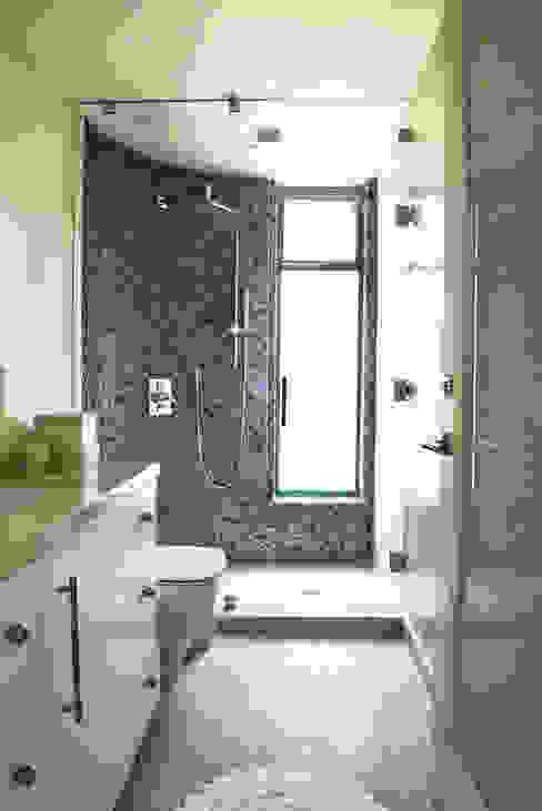 Malibu Decor by Erika Winters Inc. Design Baños modernos de Erika Winters® Design Moderno
