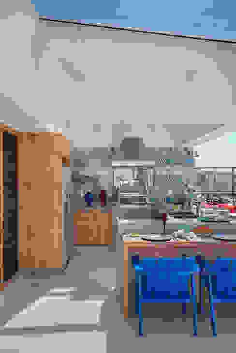Balcones y terrazas de estilo tropical de Ana Adriano Design de Interiores Tropical Ladrillos