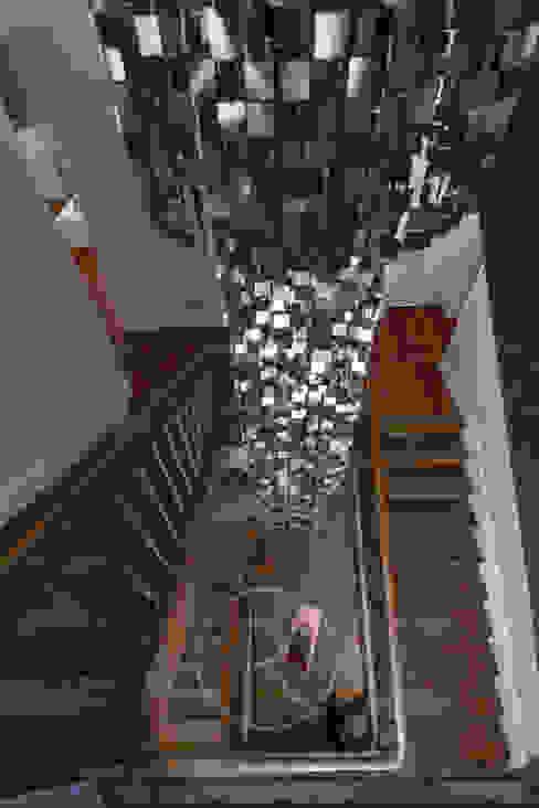 Un second souffle - Visite privée de la maison G Couloir, entrée, escaliers originaux par Sandrine RIVIERE Photographie Éclectique Bois Effet bois