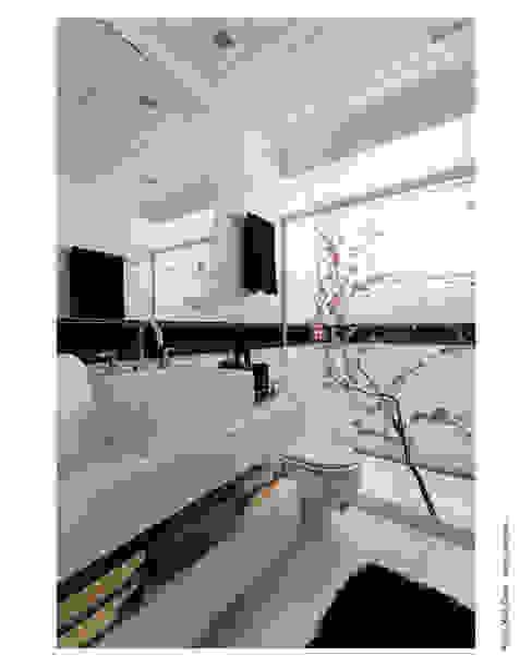 Klasyczna łazienka od Cristiane Pepe Arquitetura Klasyczny