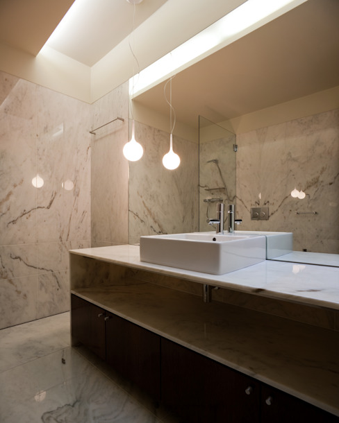 Casa F+M Casas de banho modernas por joão rapagão Moderno