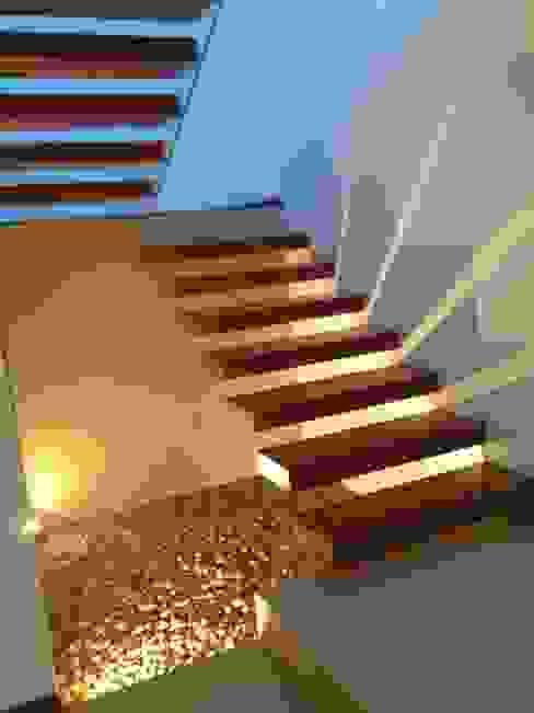 SANTIAGO PARDO ARQUITECTO Modern Corridor, Hallway and Staircase