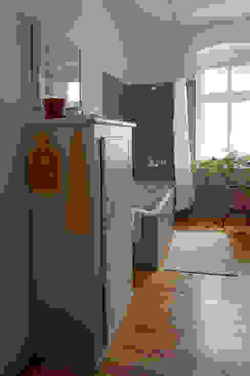 Neues Bad mit Beton Ciré und Dielenboden von Susanne Stauch