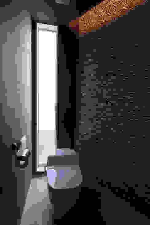 お手洗い: atelier mが手掛けた浴室です。,クラシック
