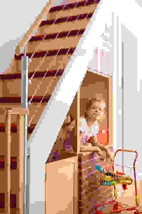 Corridor, hallway & stairs theo uniQ ,