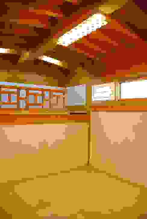 Dormitorios de estilo asiático de 금송건축 Asiático