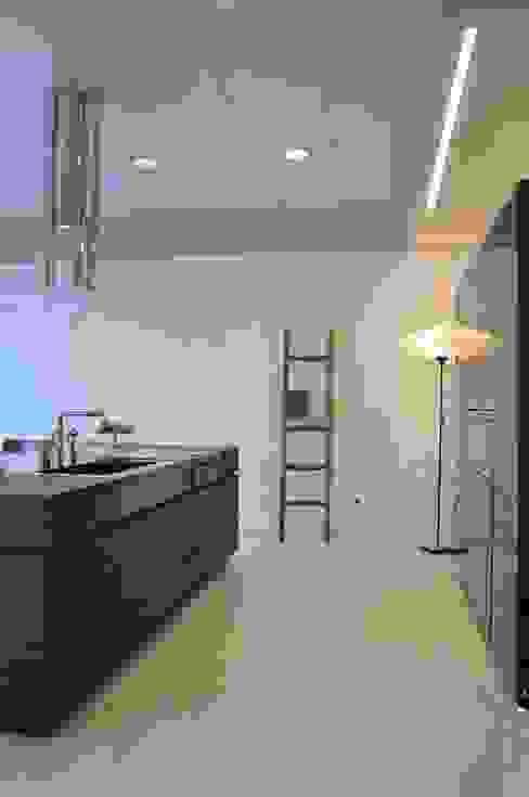 Кухня в стиле модерн от Mobili Campopiano & Raffaele s.a.s. Модерн