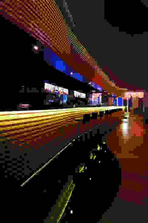 Gusto Bar Дома в средиземноморском стиле от Rethink Interiors Ltd Средиземноморский