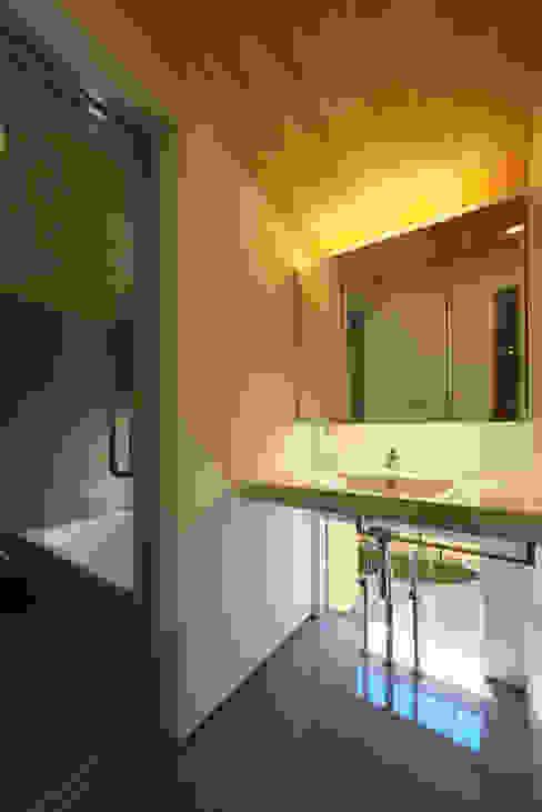 Bathroom by 五藤久佳デザインオフィス有限会社,