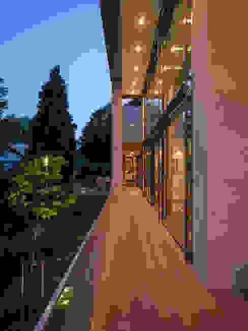 Moderne balkons, veranda's en terrassen van ARCHITEKTEN BRÜNING REIN Modern