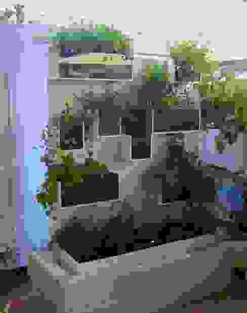 Tommaso Magaldi garden design Balcones y terrazas de estilo moderno Hierro/Acero Blanco
