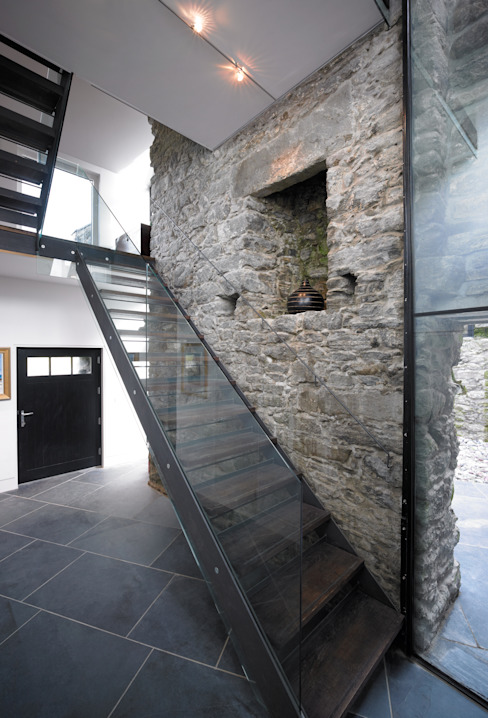 Triple Height Hallway WT Architecture Couloir, entrée, escaliers modernes