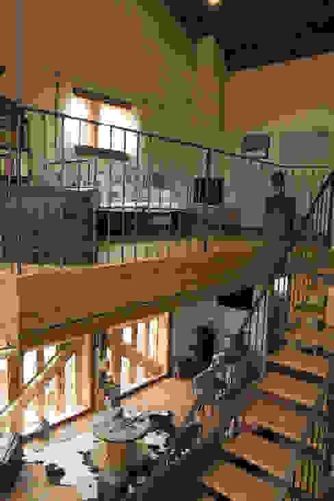 Transformation d 'un raccard Salon rustique par Atelier d'architecture Lorianne Maret Rustique