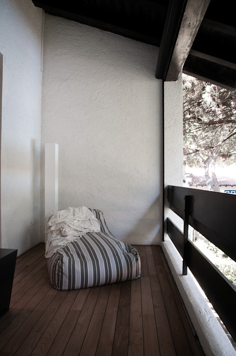 Abitazione LDS Balcone, Veranda & Terrazza in stile minimalista di INSIDESIGN STUDIOSTORE - MELMAN GROUP SRL Minimalista
