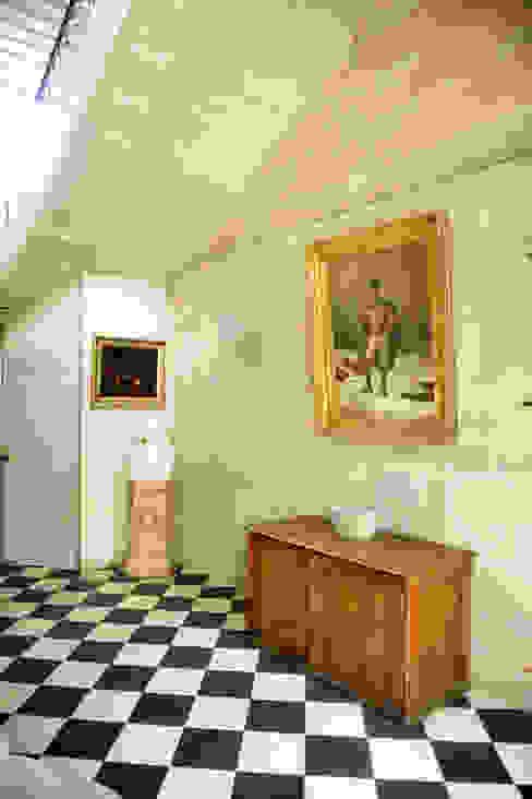 Une maison de maître dans l'Ain le songe du miroir photographe Couloir, entrée, escaliers classiques