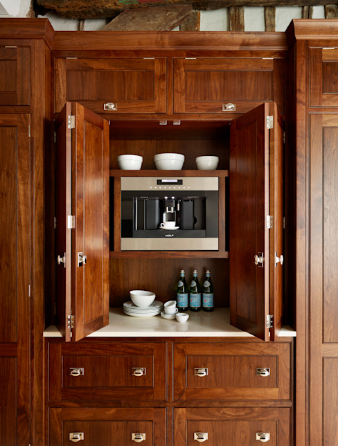 The Spenlow | A Luxury Bespoke Family Kitchen Кухня в классическом стиле от Humphrey Munson Классический