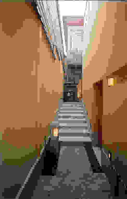 四季を満喫できる和モダンな住宅: 一級建築士事務所 (有)BOFアーキテクツが手掛けた庭です。,オリジナル