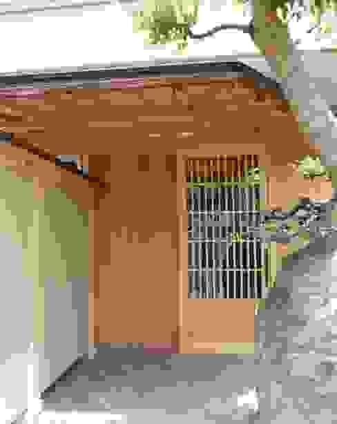 Moderne huizen van アンドウ設計事務所 Modern Massief hout Bont