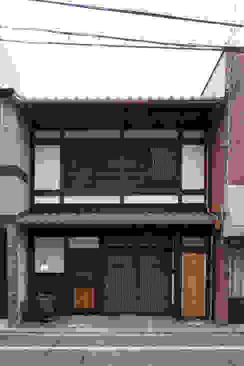 Casas asiáticas de 一級建築士事務所 (有)BOFアーキテクツ Asiático