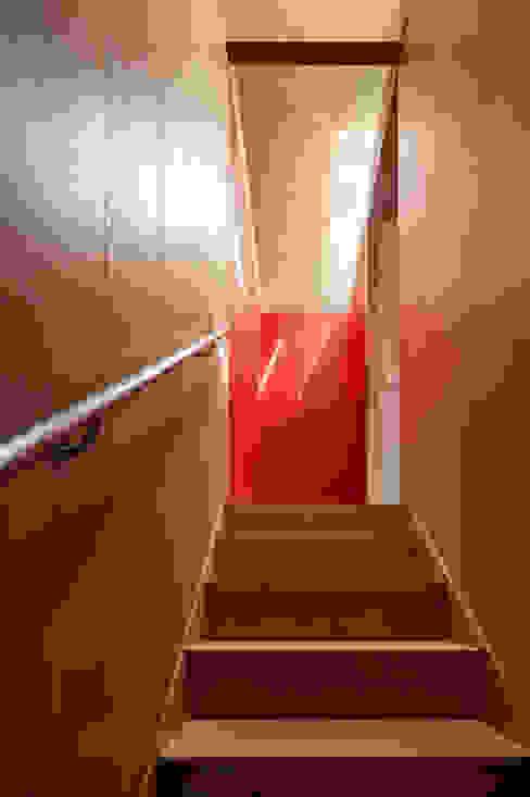 Ingresso, Corridoio & Scale in stile moderno di carrascalblas Moderno