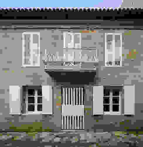 CASA AGUIRRE EN BAYONA Casas de estilo moderno de carrascalblas Moderno