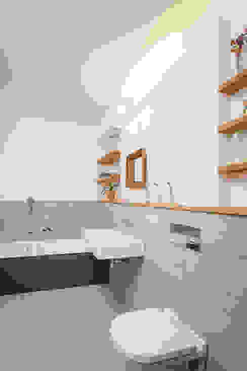 Aufstockung MFH, Köln Moderne Badezimmer von Jan Tenbücken Architekt Modern