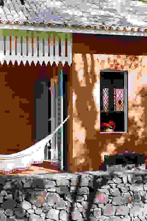 Balcones y terrazas de estilo rural de Célia Orlandi por Ato em Arte Rural Ladrillos