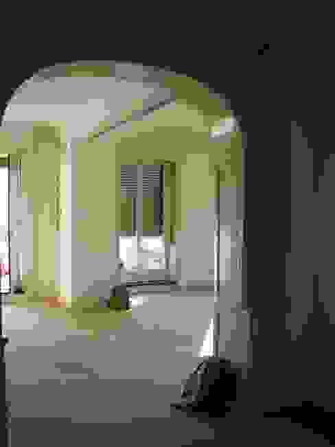 Salones de estilo moderno de ARCHITETTO MARIANTONIETTA CANEPA Moderno
