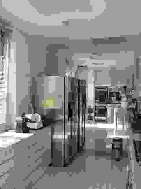 Cocinas de estilo moderno de ARCHITETTO MARIANTONIETTA CANEPA Moderno