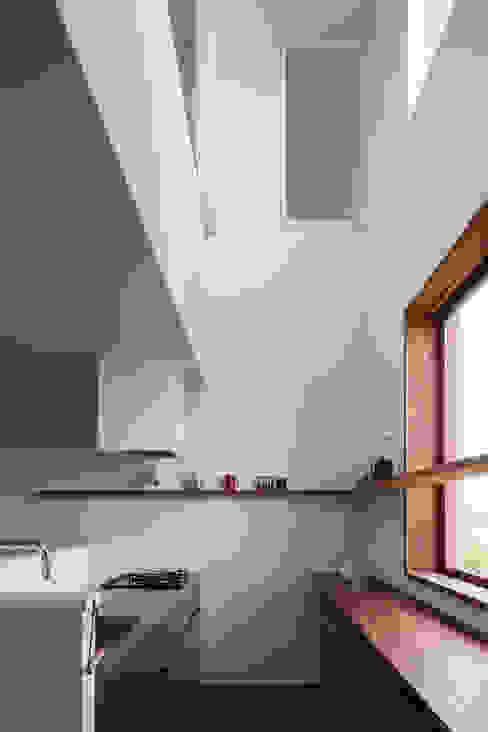 Kitchen by 吉田夏雄建築設計事務所,