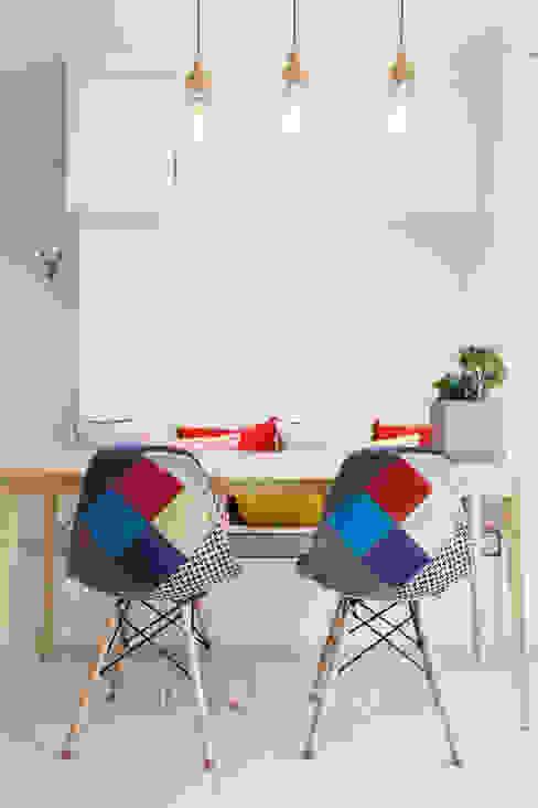 Livings modernos: Ideas, imágenes y decoración de 퍼스트애비뉴 Moderno