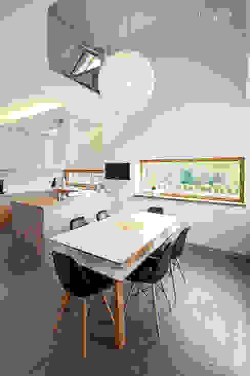 Dom w Starowej Górze Marzec Studio Minimalistyczna kuchnia