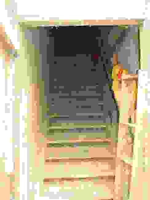 Eklektyczny korytarz, przedpokój i schody od kg5 architekten Eklektyczny