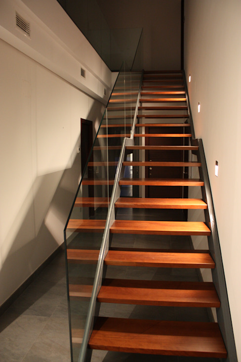 Modern Corridor, Hallway and Staircase by ESTUDIO P ARQUITECTO Modern Wood Wood effect