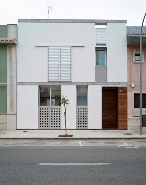 VIVIENDA EN CASTELLAR Casas de estilo moderno de daia arquitectes slp Moderno