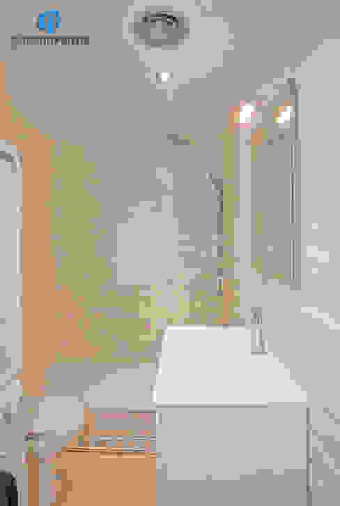Reforma de baño Baños de estilo moderno de Grupo Inventia Moderno Cerámica