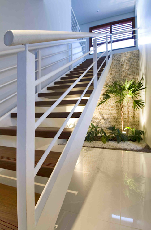 Tropical style corridor, hallway & stairs by homify Tropical