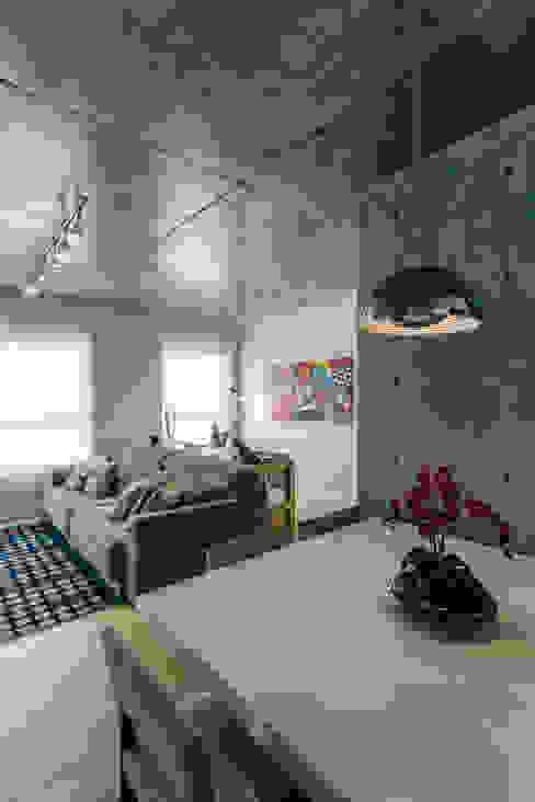 Comedores modernos de Adriana Pierantoni Arquitetura & Design Moderno